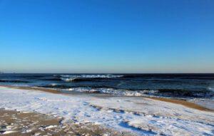 kust-strand-sneeuw